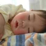 冬に子供や赤ちゃんのほっぺが赤くなる原因は?対策と予防方法まとめ