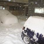 車の雪かきをするときは?コツや便利グッズを紹介!